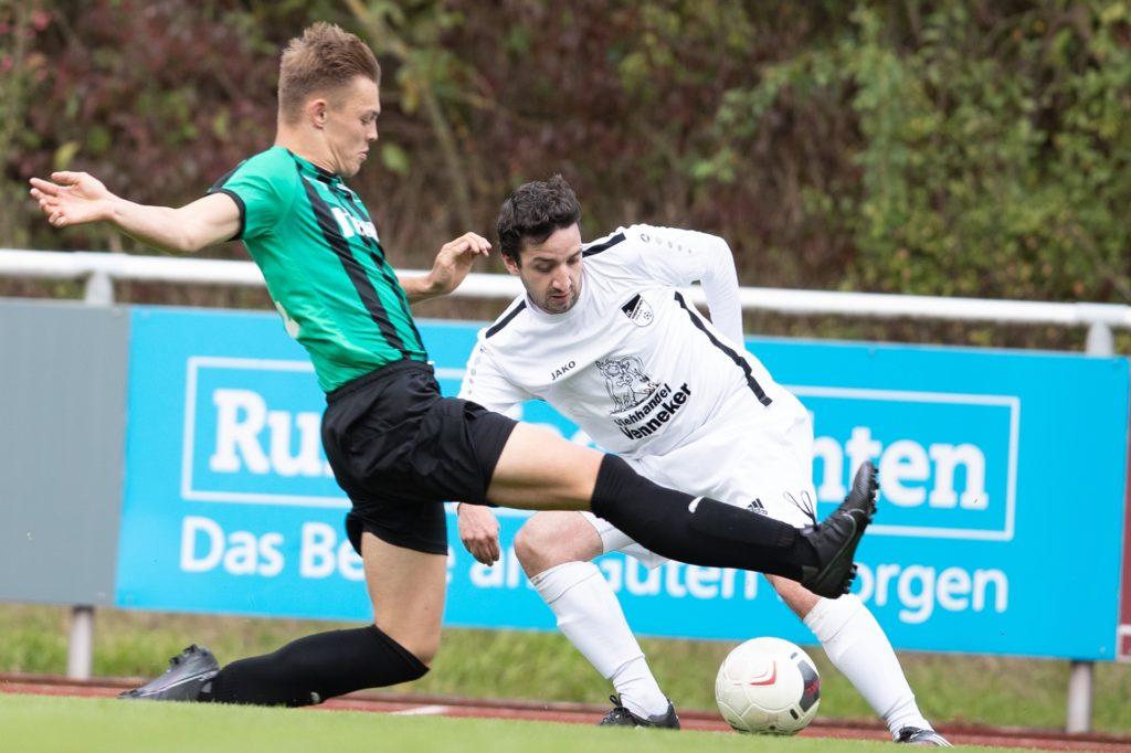 Fernando Manfredi (r.) vom FC Nordkirchen streift sich in der kommenden Saison das Trikot SV Südkirchen über.