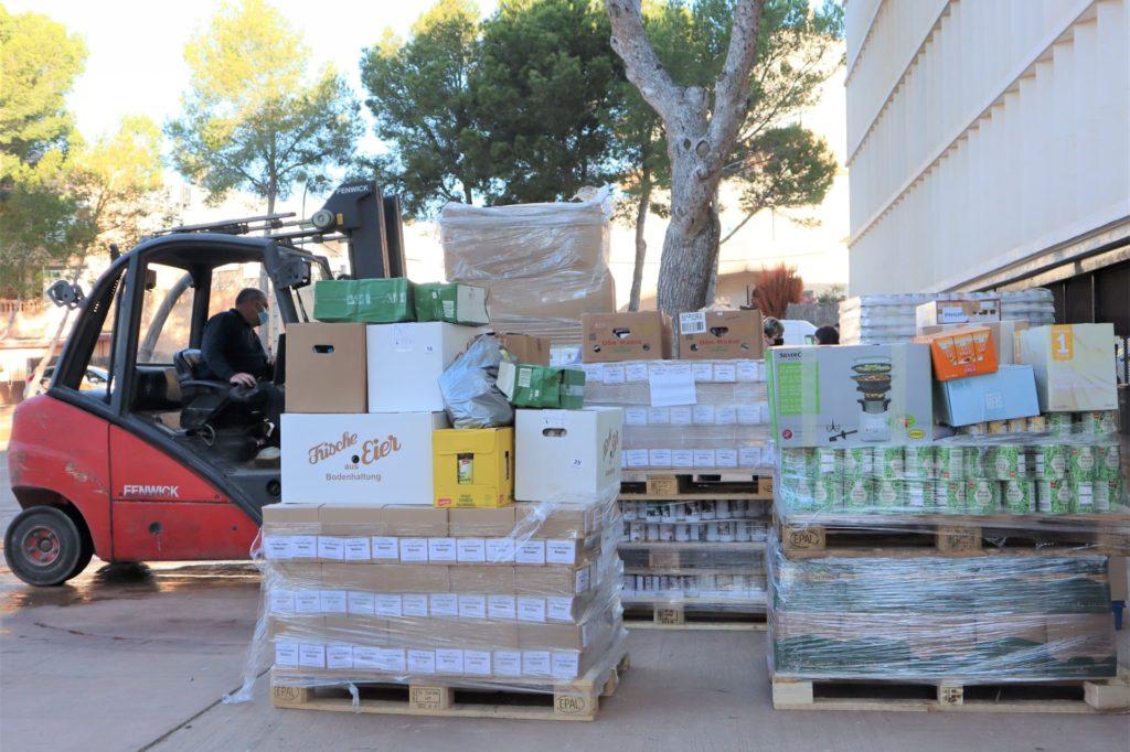 Insgesamt 36 Paletten mit Nahrungsmitteln und Hilfsgütern hat Michael Hoeper nach Mallorca gefahren.