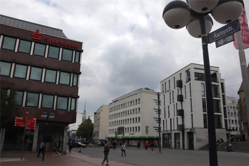 """Der zentrale Abschnitt der Kampstraße zwischen Petrikirche und Reinoldikirche soll zum """"Lichtboulevard"""" werden."""