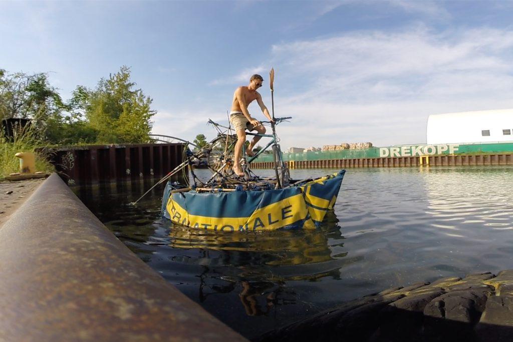 Mit diesem Boot sammelte Juri Schäffer Plastikmüll aus dem Dortmund-Ems-Kanal.