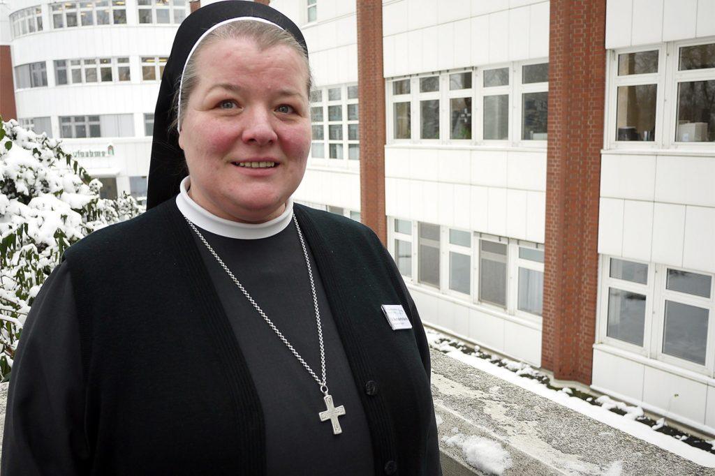 Schwester Bernadette Maria ist Seelsorgerin im St. Elisabeth-Krankenhaus.
