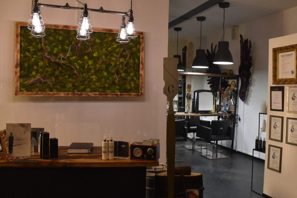 Hier in der Cutfactory hofft Friseurmeisterin Bianka Bergler, ihre Kunden nach dem Lockdown wieder begrüßen zu können.