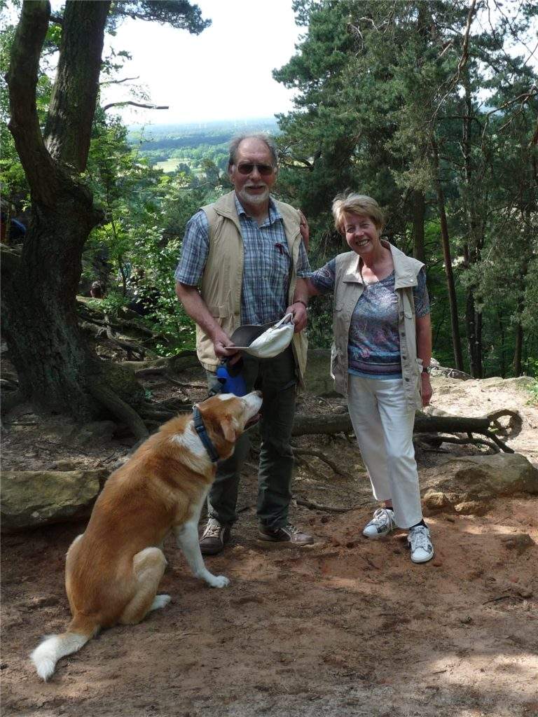 Gemeinsam an den Dörenther Klippen im Teutoburger Wald - die Natur zu erleben ist schon lange ein gemeinsames Hobby des Ehepaares.