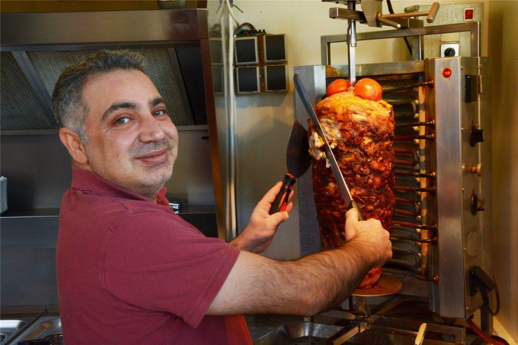 Den großen Fleischspieß benötigt Mohammed Amer, Inhaber von Onkel Mo's Grill in Stockum, momentan nur an den Wochenenden. Das war früher mal anders.