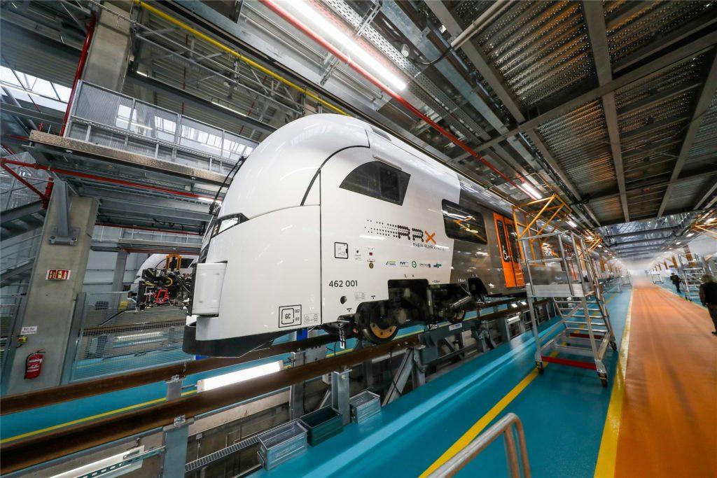 """Mit moderner Technik werden die Züge im """"Rail Service Center"""" gewartet. Nur"""