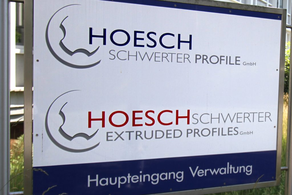 Die Unternehmen Hoesch Schwerter Profile und Hoesch Schwerter Extruded Profiles, die nacheinander Insolvenzverfahren beantragt hatten, sind eng miteinander verknüpft.