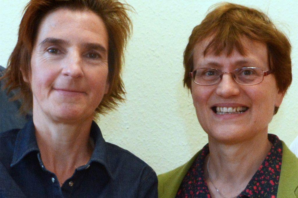 Marion Schorn (l.) und Dr. Reinhild Tuschewitzki engagieren sich haupt- bzw. ehrenamtlich für pro anima.