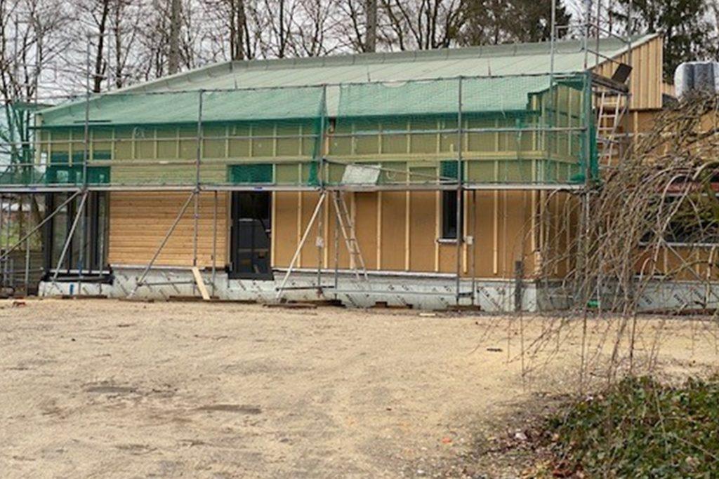 Die Hülle steht, der Innenausbau der neuen Kita läuft auf Hochtouren.