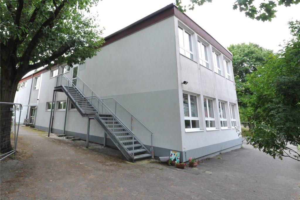 Die Kita Villa Kunterbunt ist wegen des massiven Wasserschadens im eigentlichen Gebäude immer noch in diesem Pavillon untergebracht.