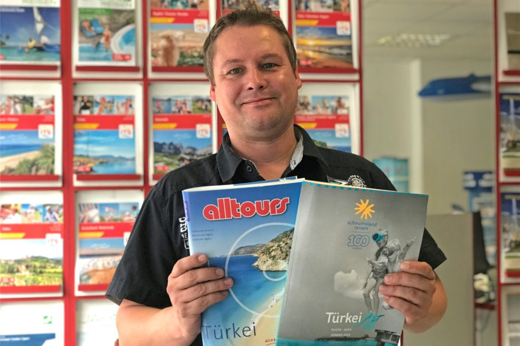 Marcus Kieselbach vom Reisebüro Wullhorst spekuliert, dass auch im Sommer vor einer Flugreise ein Corona-Test durchgeführt werden muss.