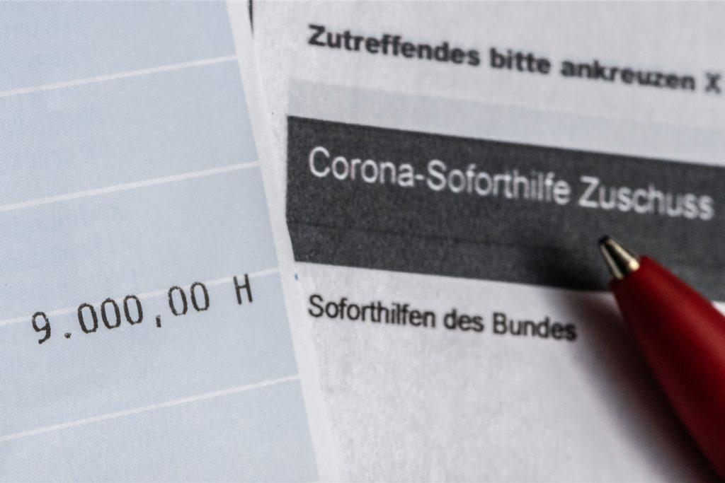Ohne viel Hin und Her mit den Behörden und ohne Einschaltung von Dritten konnten Kleinunternehmer und Soloselbstständige im Frühjahr 2020 eine Soforthilfe in Höhe von 9000 Euro beantragen.