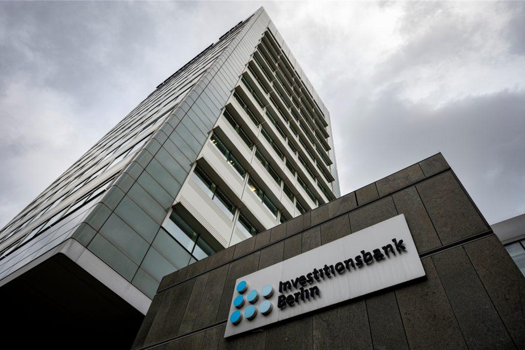 Nirgendwo ging es so schnell wie hier: Die Investitionsbank Berlin (IBB), die Förderbank des Landes Berlin, setzte bundesweit Maßstäbe beim Tempo – muss sich allerdings auch mit der Staatsanwaltschaft wegen des Verdachts der Untreue auseinandersetzen.