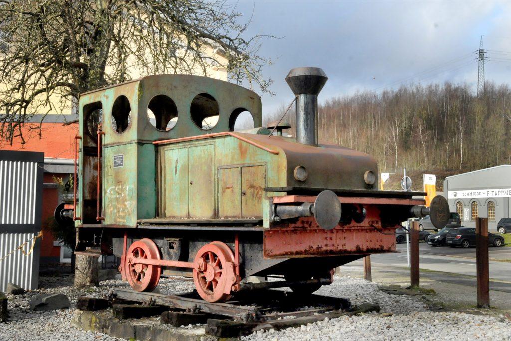 Neben dem Fensterbahnhof Westhofen fand die 100 Jahre alte Spielplatzlok ein Plätzchen, das sie vor der Verschrottung rettete.