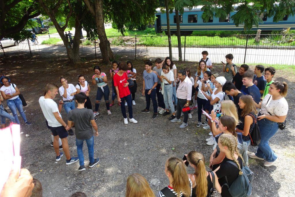 Schüler aus Schwerte tanzen mit ihren kubanischen Partnerschülern. Diese Bilder stammen aus dem Herbst 2019. Jetzt sehnen sich alle nach einem Gegenbesuch ihrer Freunde.
