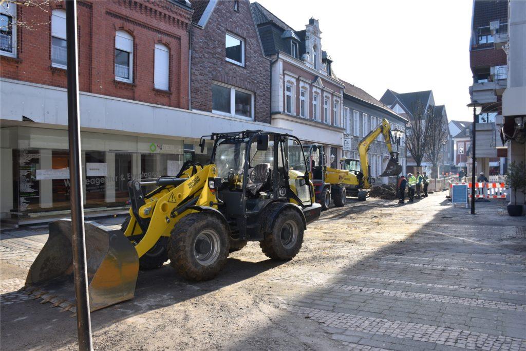 Die Arbeiten in der Bonenstraße waren bedingt durch eine freiwillige Quarantäne der Baustellenmitarbeiter länger pausiert als vorher geplant.