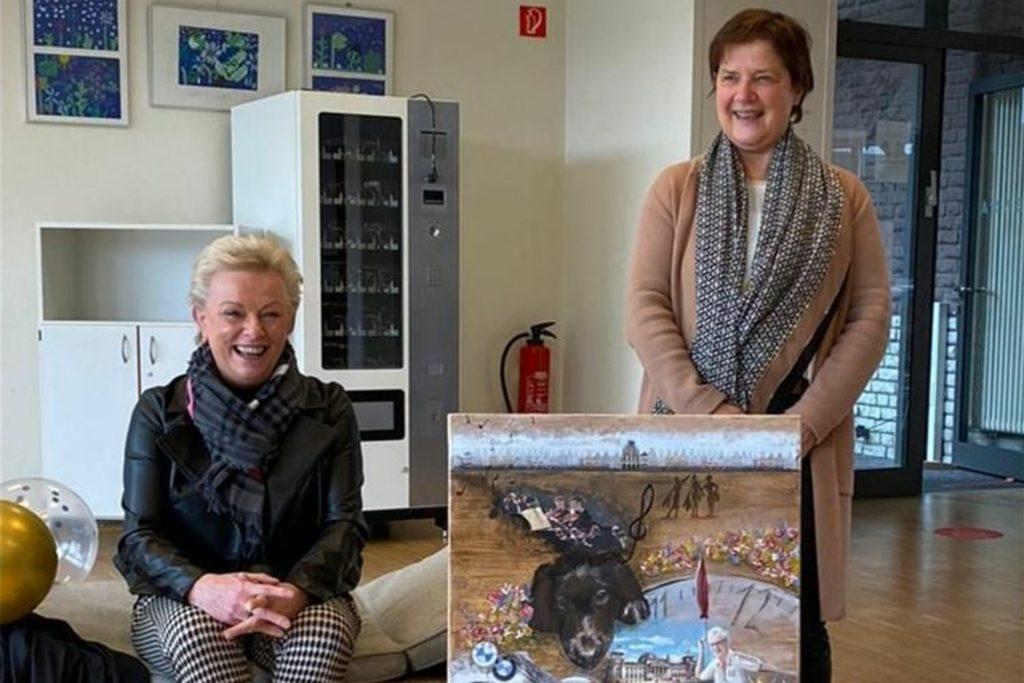Schulleiterin Gisela Huning (l.) und ihrer Stellvertreterin Annette Brunner sind von der Sekundarschule in den Ruhestand verabschiedet worden.