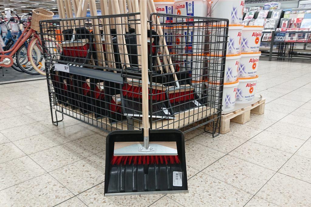 Zumindest am Freitag gab es in Castrop-Rauxel noch Schneeschieber zu kaufen.