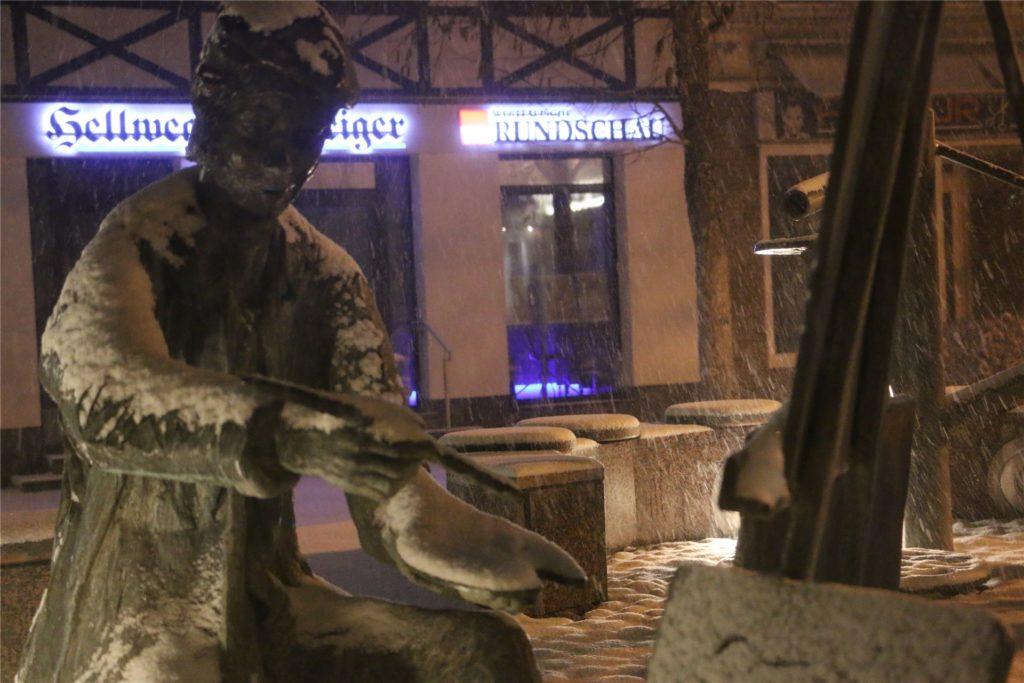 Schneewirbel über dem Telgmann-Brunnen auf dem Alten Markt.