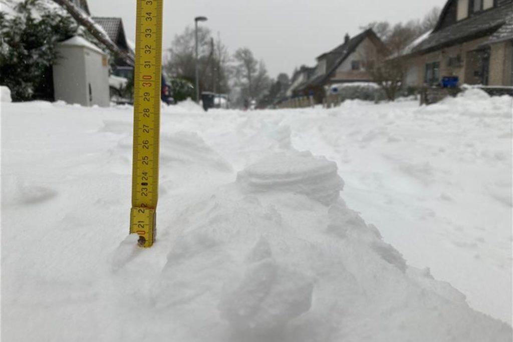 Gute 20 Zentimeter hoch stapelte sich der Schnee am Morgen in Haltern.
