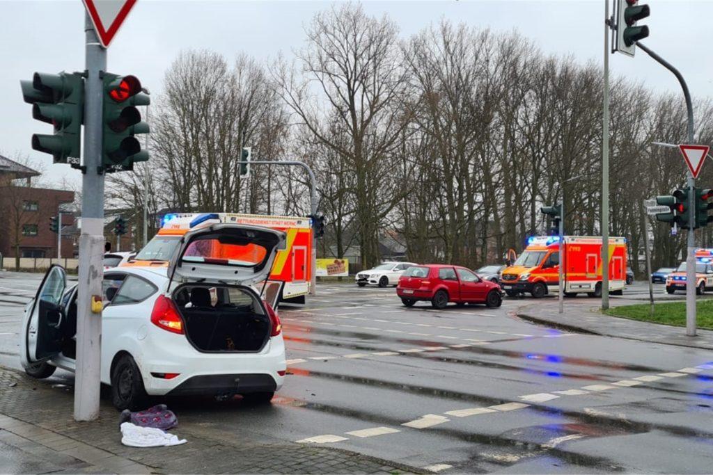 Die Freiwillige Feuerwehr Werne sicherte die Unfallstelle ab, die zeitweise gesperrt war.