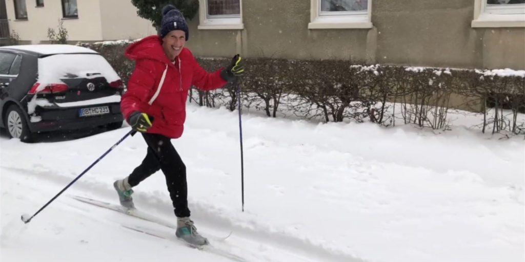 Wetterfrosch Burkhard Dreischer holte gestern die Skier aus dem Keller.