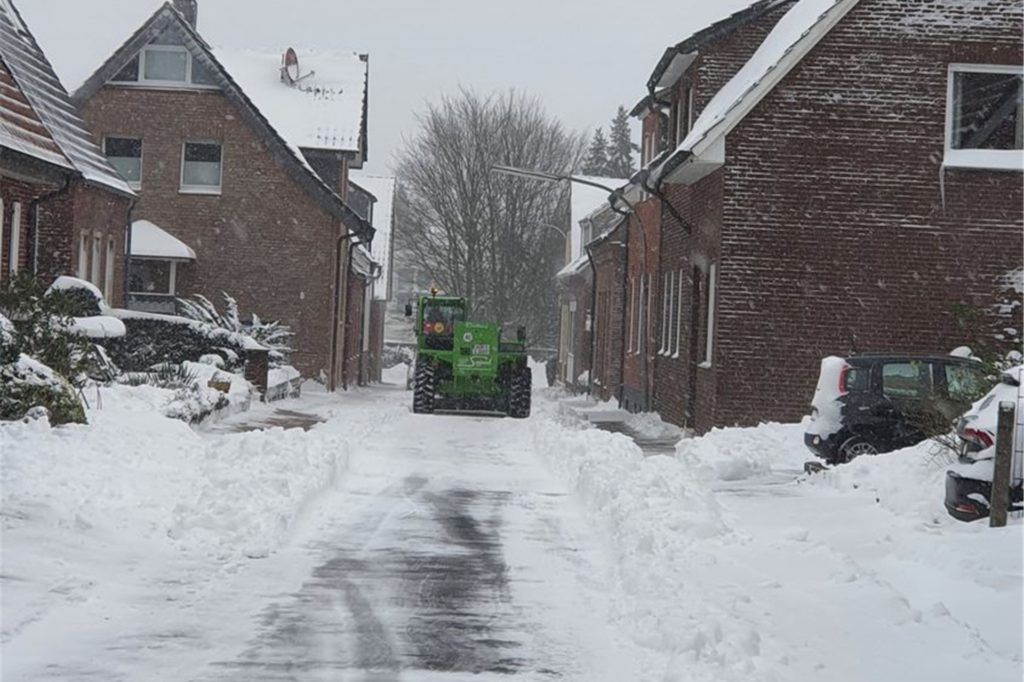 Die Räumung der Wohnstraßen kann nur nach und nach erfolgen. Die Hauptstraßen haben Vorrang.