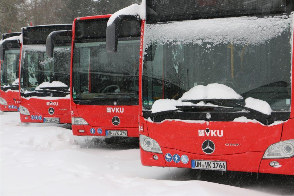 Bevor die Busse morgens vom Betriebshof der VKU starten, werden sie per Standheizung vorgewärmt. Bis 11 Uhr standen sie am Montag in Bereitschaft, dann wurde ihr Einsatz abgesagt.