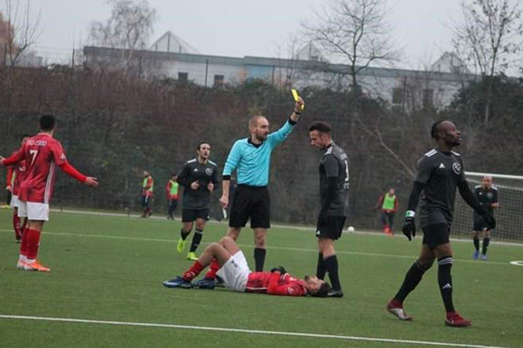 Mittlerweile pfeift Tobias Kraeling sogar in der Landesliga.
