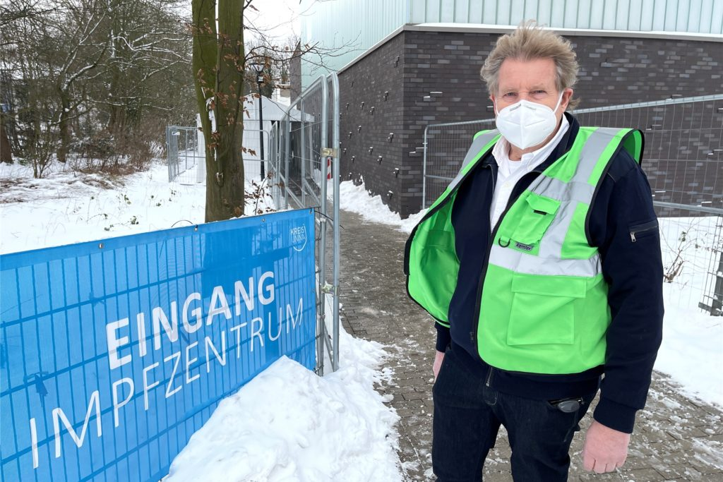 Impfleiter Theo Spanke zeigte sich Zufrieden mit dem Impfstart. Es habe trotz widriger Wetterverhältnisse keine Absagen gegeben.