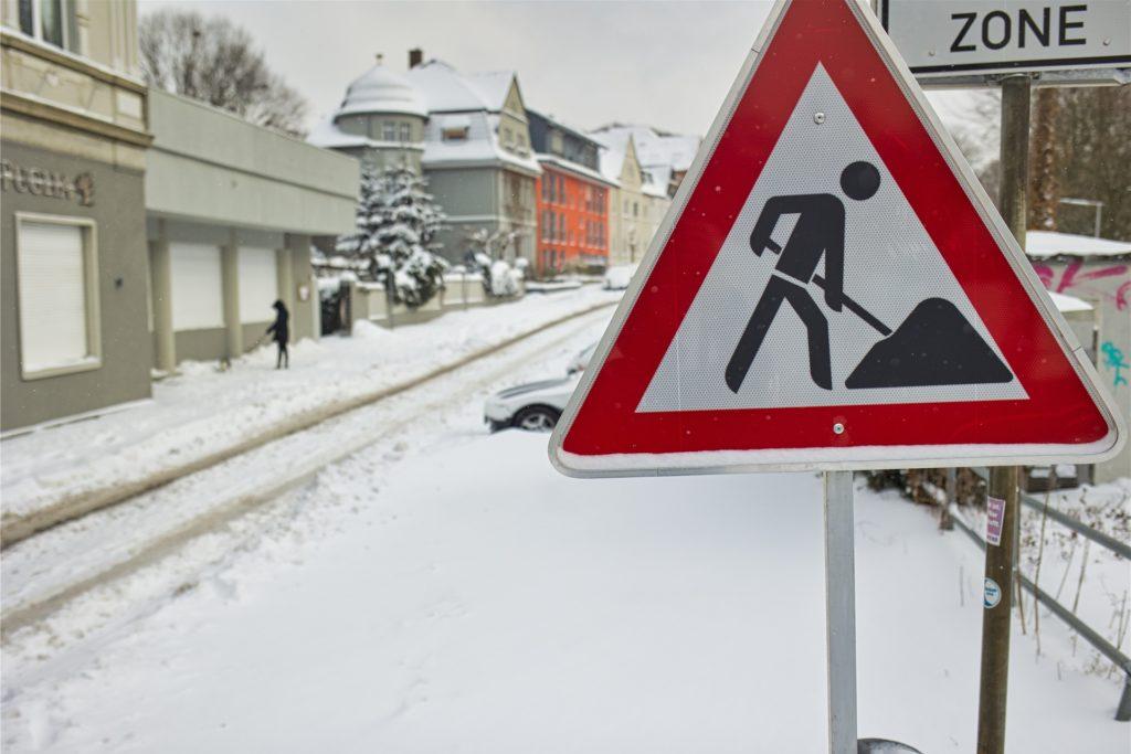 Arbeit für alle: Die Gehwege vom Schnee zu befreien, war am Wochenende Sysiphus-Arbeit. Ab Montagnachmittag ging es dann besser.