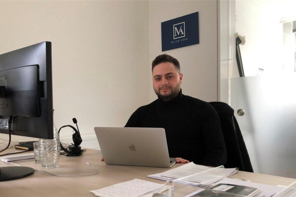 Milan Abou hat große Pläne. Für den Start seiner Online-Marketing-Firma schätzt er die professionelle Umgebung des Coworking Space in Stadtlohn.