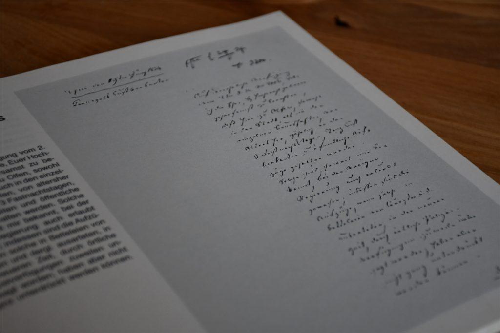 Ein Bild von dem handschriftlichen Schreiben des Bürgermeisters Homann aus dem Jahr 1834 findet sich in der Chronik des Kitt aus dem Jahr 1984.