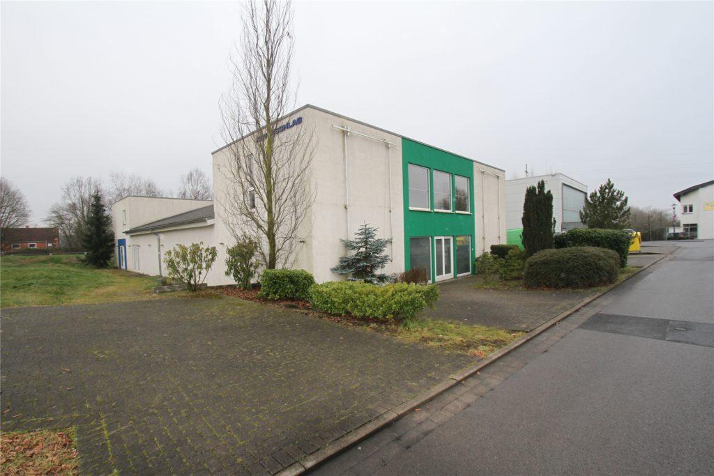 Ein Reitsportgeschäft war zuletzt in dem Gebäude Zwischen den Wegen 15 beheimatet. Die Stadt will das Haus als Ausweichquartier für den Kindergarten Wandhofen während der Umbauphase nutzen.