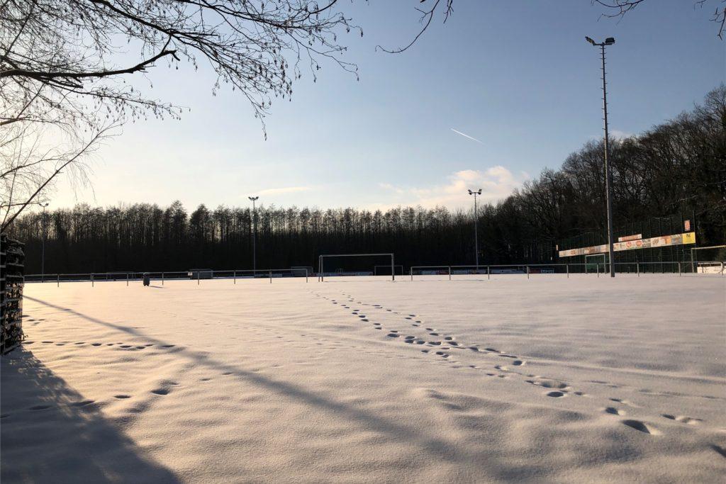 So idyllisch sieht der Sportplatz von SG Phönix Eving am Grävingholz im Schnee aus