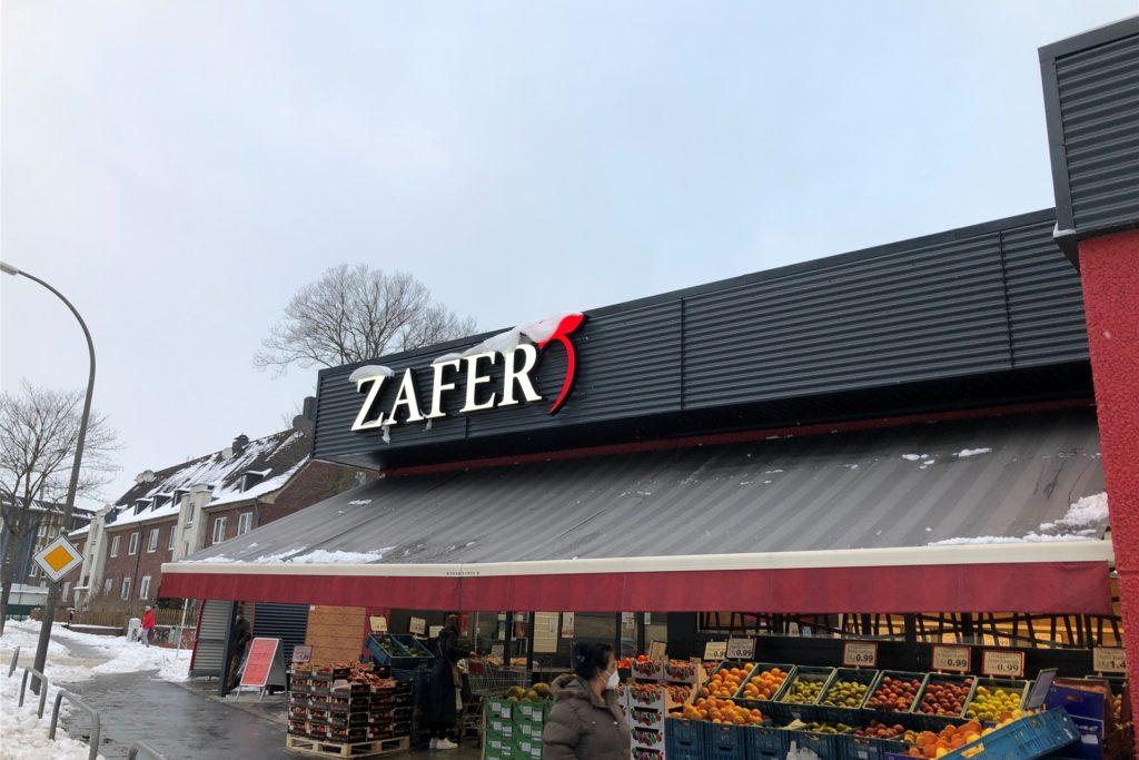 Der Zafer-Market an der Bergstraße 3-5 platzt aus allen Nähten