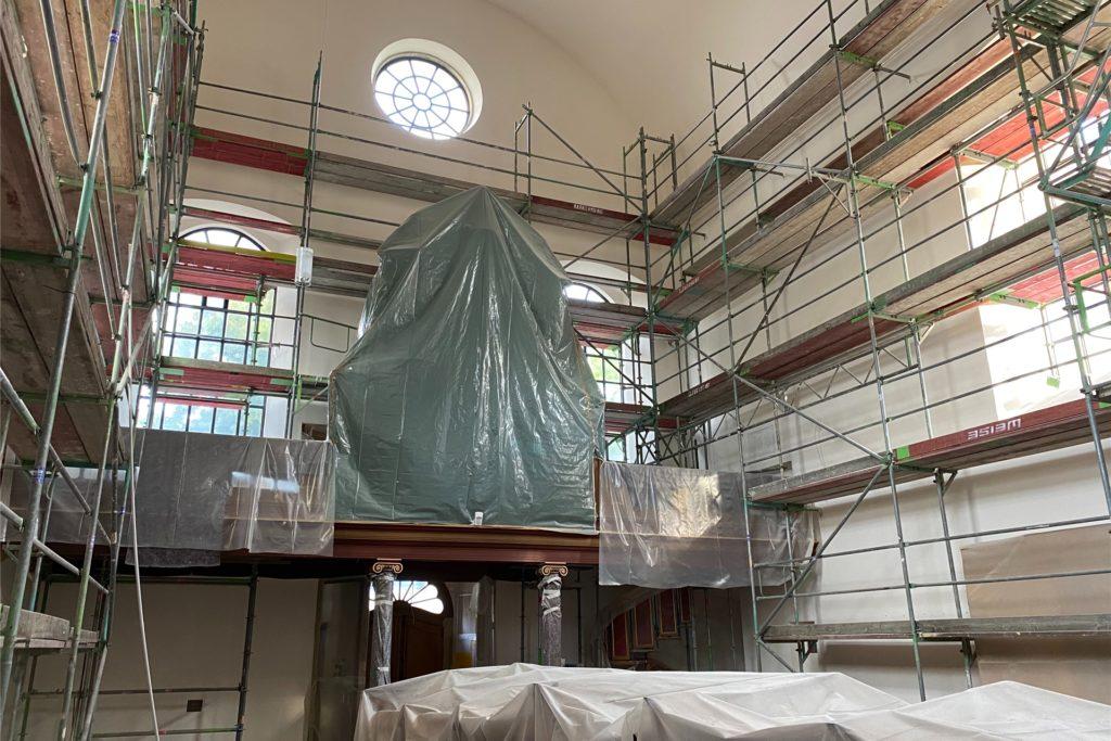 Die eingerüstete Kloster-Kirche im August 2020.