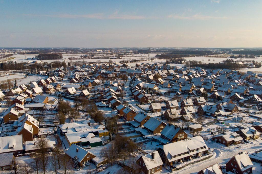 Davensberg von oben. Schnee so weit das Auge reicht.