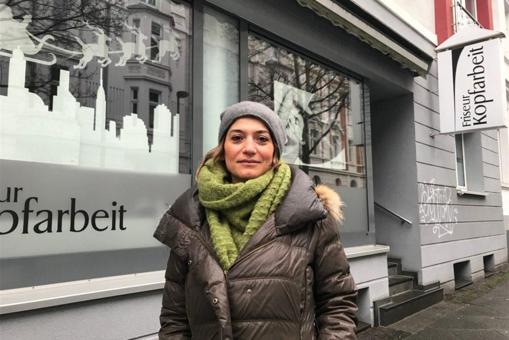 Chefin Fatma Kasmann wird vorgeworfen, illegal Haare geschnitten zu haben.