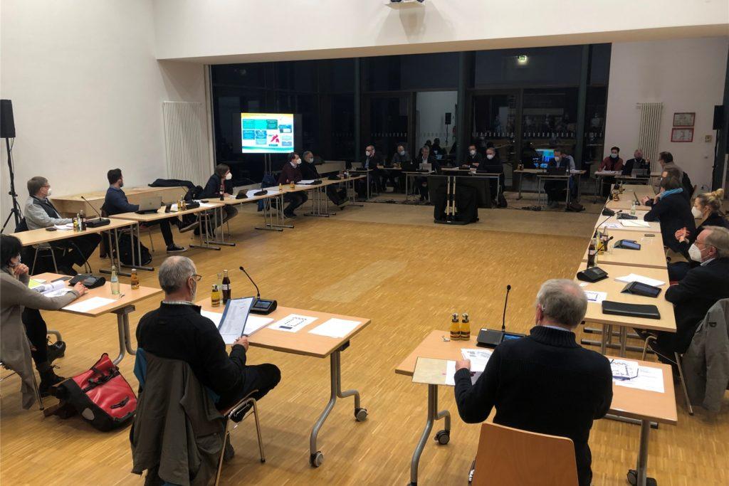 In der St.-Felicitasschule tagte der neue Ausschuss für Wirtschaft und Digitales. Die Politiker stimmten dafür, bis 2026 über 2,5 Millionen Euro für digitale Technik an den Vredener Schulen auszugeben.