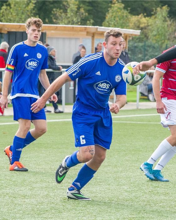 Jorit Ritter (h.l.) spielt seit vielen Jahren Basketball beim ATV Haltern, seit dem vergangenen Sommer spielt er auch noch Fußball für den ETuS Haltern III.