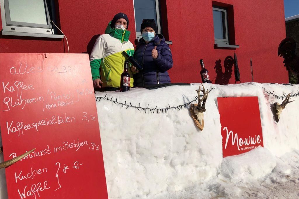 Fast wie in einem Skigebiet kann man sich derzeit an der Eisbar bei Mowwe in Lanstrop fühlen