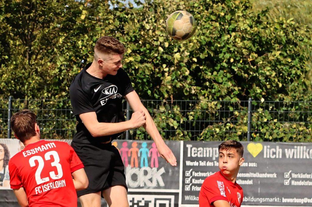 Lukas Bregehorn (M.) wechselt im Sommer vom VfB Waltrop zum FC Nordkirchen.