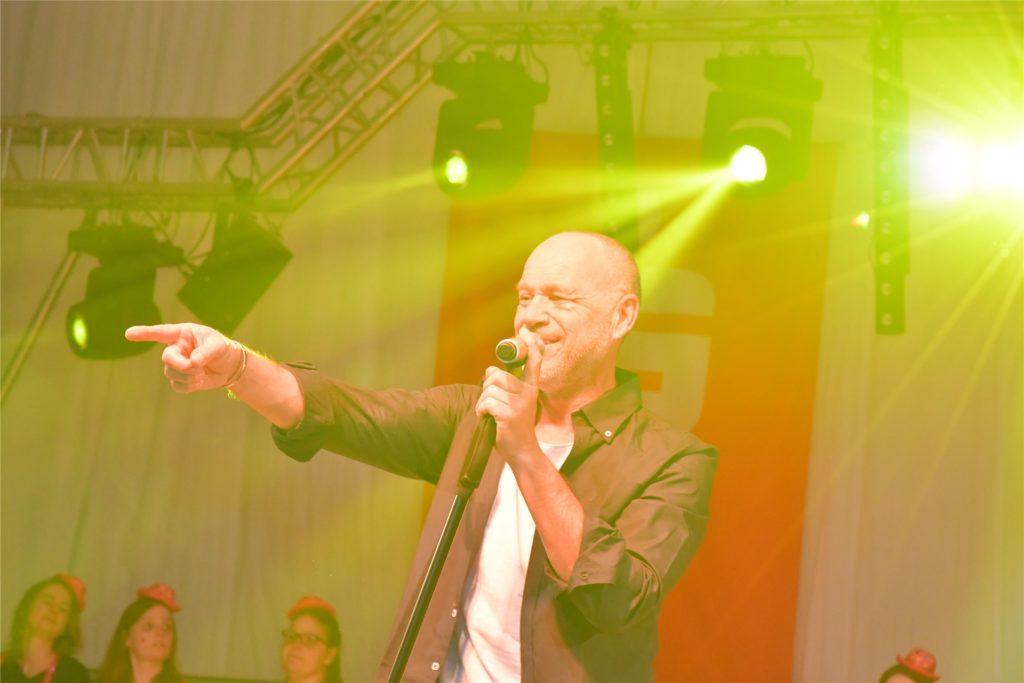 Olaf Henning ist im vergangenen Jahr beim Olfener Karneval im Zelt aufgetreten - in diesem Jahr ist er beim Online-Prinzenball dabei.