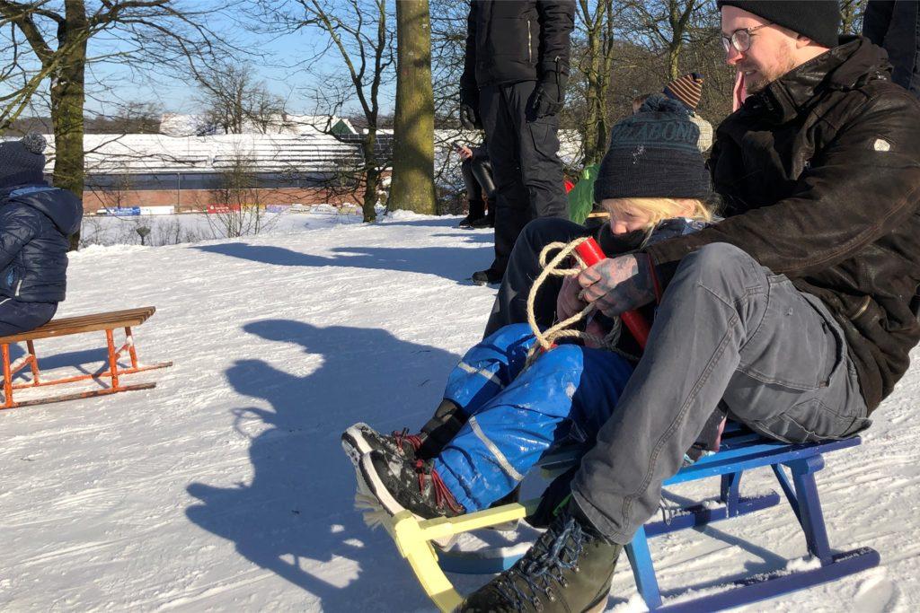 Jens Beutel wagt mit Sohn Ivo eine Abfahrt auf der Losberg-Piste.