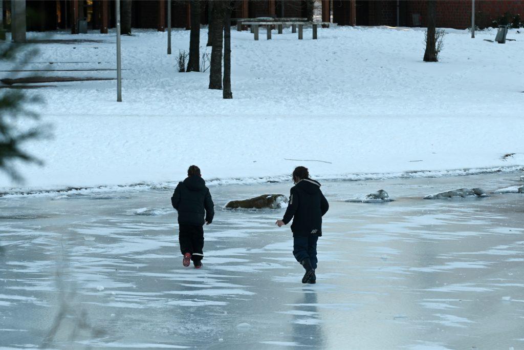 Das Betreten der Eisflächen ist gefährlich und verboten.
