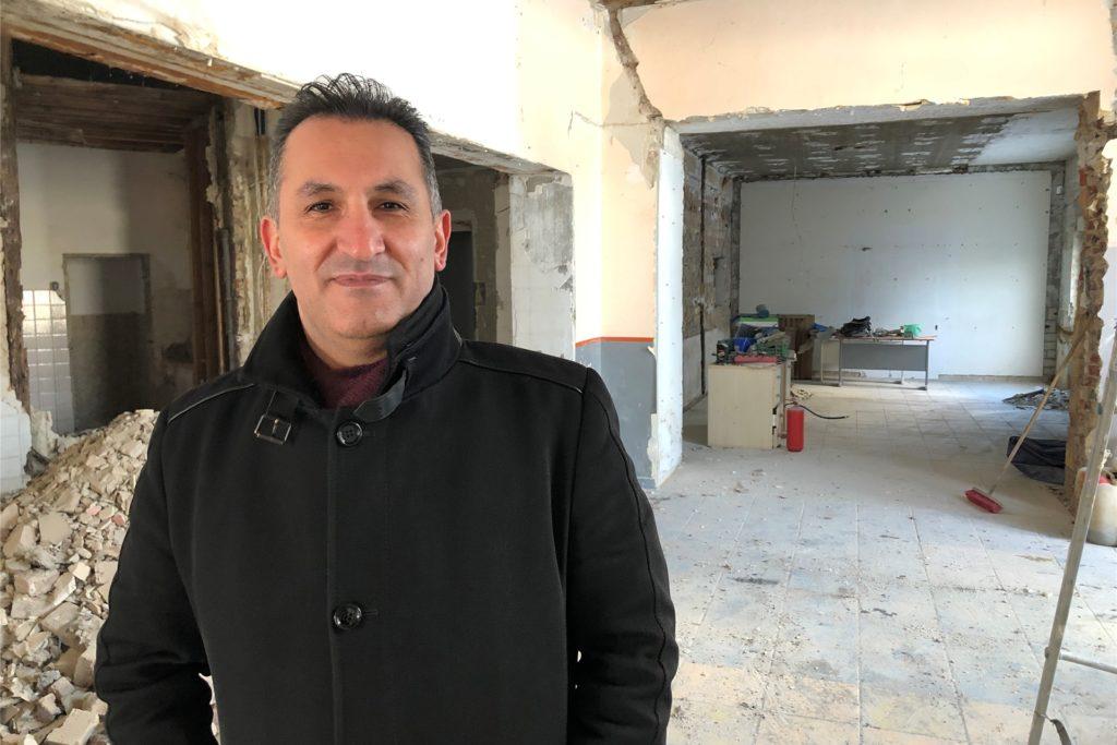 Ercan Bilgic von der Firma Oxygen-Immobilien möchte das Haus an der Bergstraße 23 erhalten, obwohl seinen Angaben zufolge ein Abriss und Neubau billiger wäre.