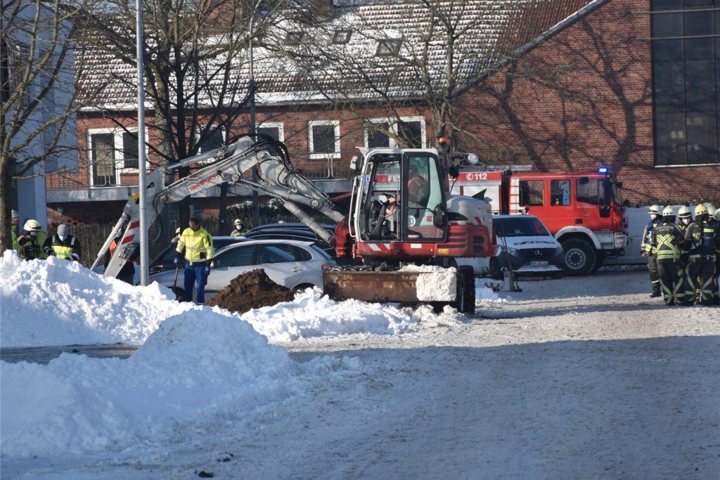Feuerwehr, Stadtwerke und Bauhof waren im Einsatz, um das Gasleck abzudichten und das Gebäude dann kontrolliert zu lüften.