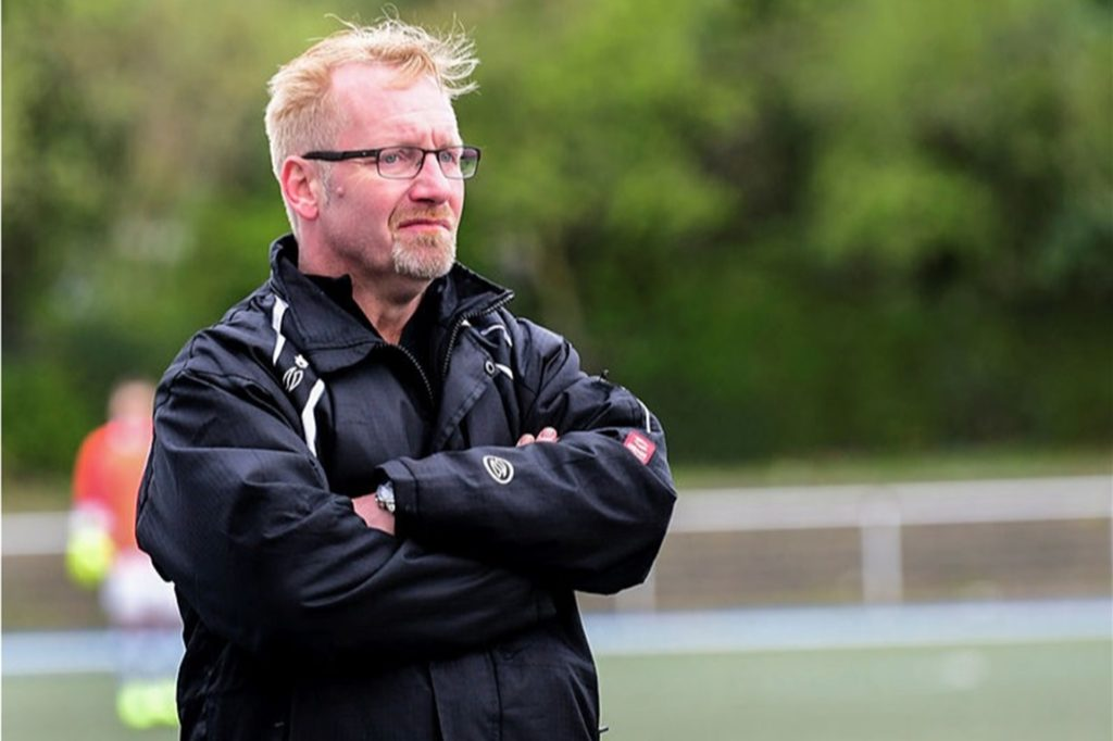 Ist milde gesagt kein Fan von Masken beim Fußball: Manuel Lorenz, Trainer des Lüner SV II.
