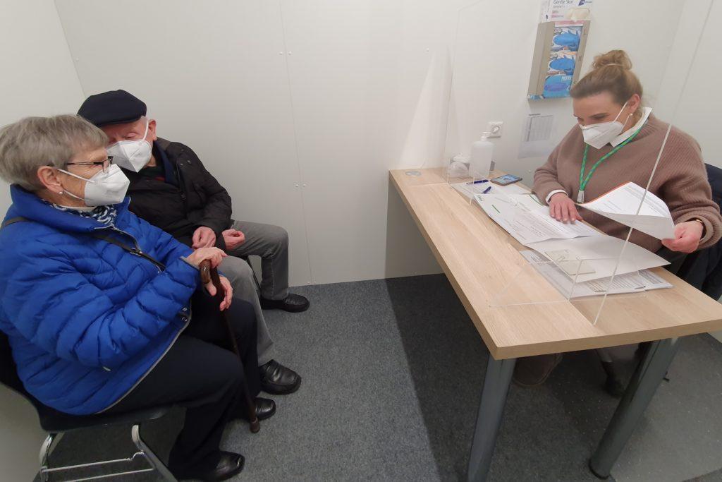 Nicht nur beim Aufklärungsgespräch zeigte sich das Team des Impfzentrums von der freundlichen Seite.