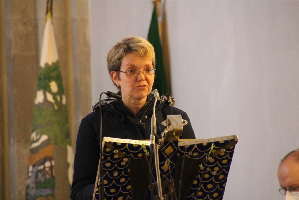 Brigitte Massing, Vertreterin des Pfarreirates, hielt ein Grußwort.